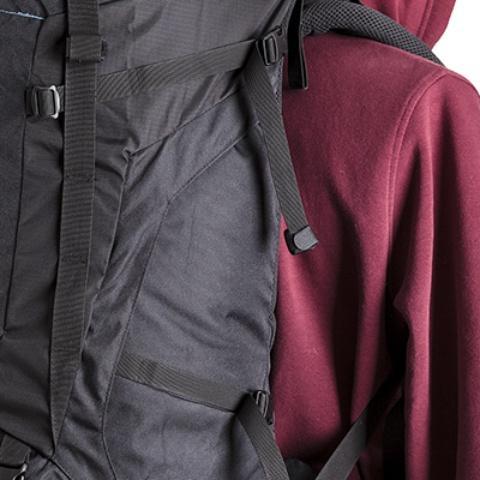 Боковые утягивающие стропы для регулировки объема - Универсальный трекинговый туристический рюкзак среднего объема Tamas 70 black