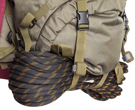 Нижние стропы удлинены: используя их, можно прикрепить под рюкзак веревку или палатку - Объемный и надежный туристический рюкзак Tamas 120 navy