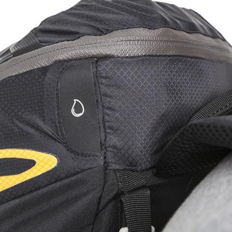 Выход для питьевой системы - Легкий спортивный рюкзак с фронтальной загрузкой Skill 30 red