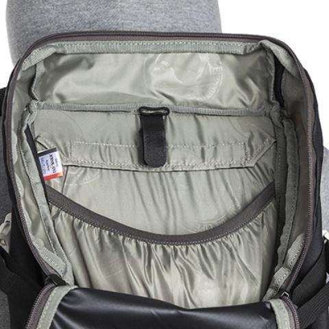 В верхнем отделении - просторный карман на резинке - Легкий спортивный рюкзак с фронтальной загрузкой Skill 30 red