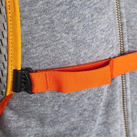 В нагрудный ремень вшита резинка для комфорта во время передвижения - Легкий рюкзак для бега или велоспорта Baix 15