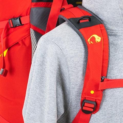 Мягкие регулирующиеся лямки анатомической формы - Женский трекинговый туристический рюкзак Isis 60 red