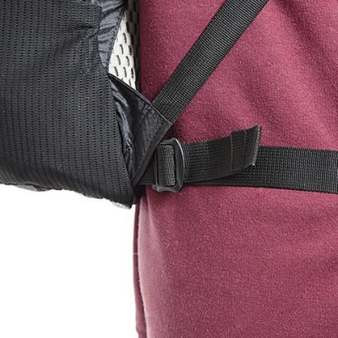 Поясной ремень легко снимается и прикрепляется с помощью фастексов - Легкий рюкзак для бега или велоспорта Baix 10