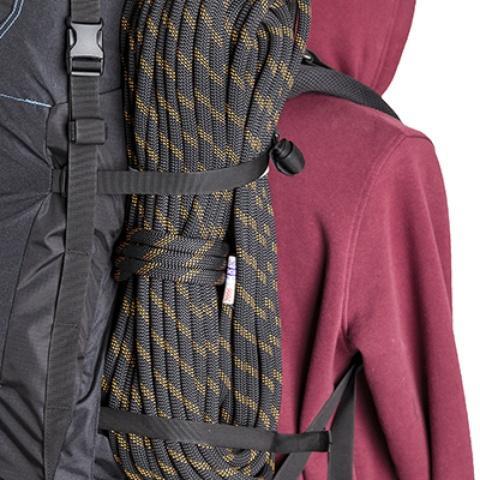 Боковые стропы можно использовать как ремни для крепления - Универсальный трекинговый туристический рюкзак среднего объема Tamas 70 black