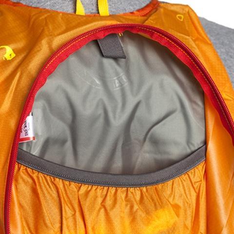 К спинке прилегает карман на резинке - Легкий рюкзак для бега или велоспорта Baix 15