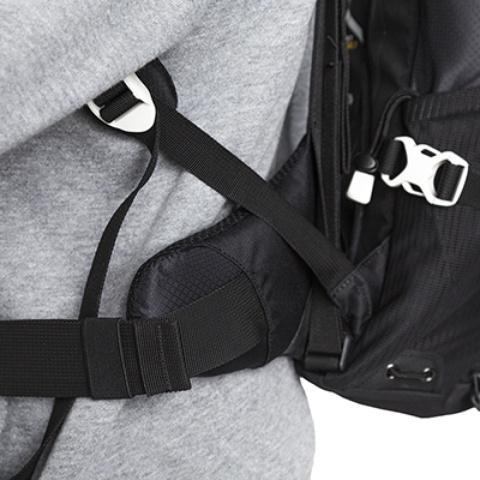 Мягкие и удобные боковины поясного ремня - Легкий спортивный рюкзак с фронтальной загрузкой Skill 30 red