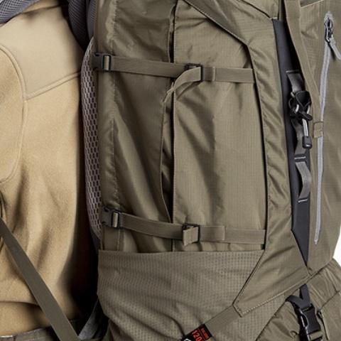 Боковые утягивающие стропы - Туристический рюкзак для переноски тяжелых грузов Bison 120 black