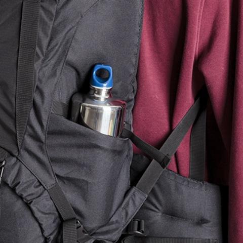 Боковые карманы на резинке - Универсальный трекинговый туристический рюкзак среднего объема Tamas 70 black