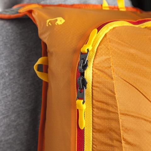 Основное отделение на молнии с двумя бегунками: легкий доступ к любым вещам - Легкий рюкзак для бега или велоспорта Baix 15