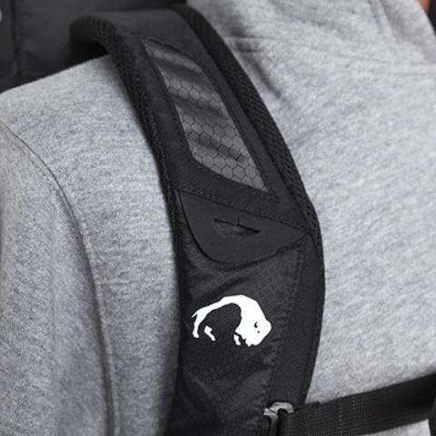 Мягкие лямки анатомической формы - Легкий спортивный рюкзак с фронтальной загрузкой Skill 30 red