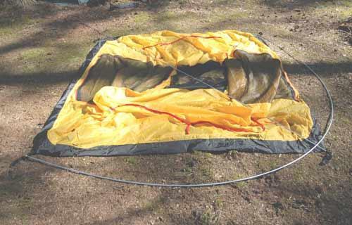 Вставить наконечники дуг в люверсы по углам палатки. Инструкция по Rondo 2 Plus