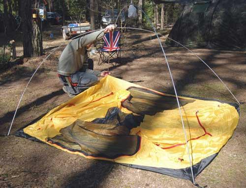 Установить дуги изакрепить крючками внутреннюю палатку. Инструкция по Tower 3 Plus (ранее Zamok 3 Plus)