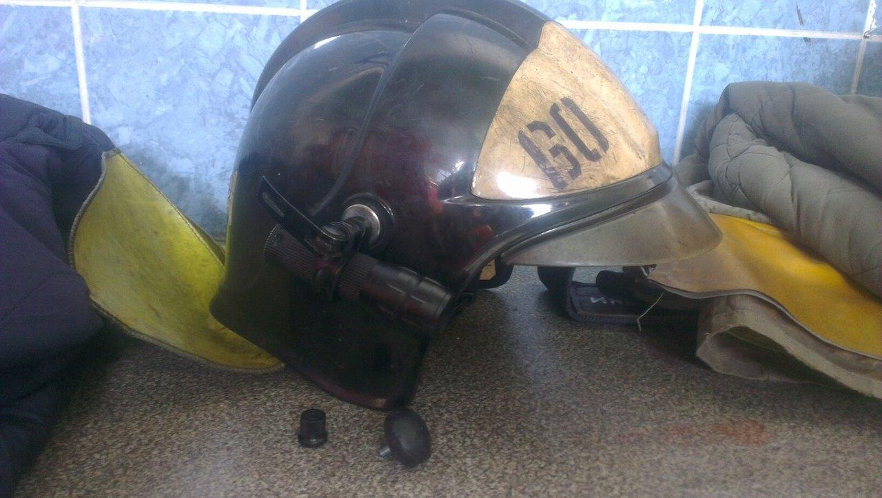 Крепление для фонаря на каску пожарного своими руками